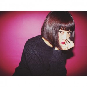 西本早希さんの髪型を銀座の美容室でつくる