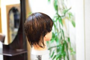 東銀座の美容師がカットのトレーニング