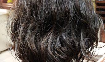 「前髪なしの黒髪ボブ」パーマで簡単スタイリング!