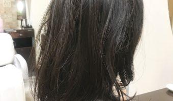 黒髪の毛先にワンカールパーマ